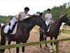Schon wieder Spaß: Katrin Stöver und Anna Lea Meyer mit den gechillten Pferden Rialto und Bella (Foto: Birgit Meyer-Thaut)