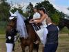 Wenn Hochzeitskleid, dann besser mit Stuhl aufsteigen ;-)