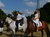 Das Brautpaar macht auch zu Pferd eine gute Figur!