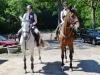 Jasmin Müller mit DAS-TUT-GUT-Schulpferd Amanda (gesponsert von der Sparkasse Lüneburg) und Svenja Ludwig mit Puschel (Pikasu) beim Start